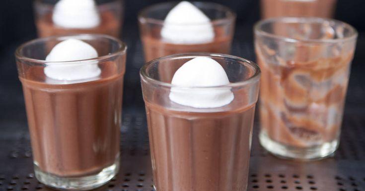 Mennyei Házi csokipuding recept! Ez a legfinomabb, legjobb állagú házi csokipuding recept! Varga Gábor 2012-ben megjelent, Desszert szerelem című könyvéből való.