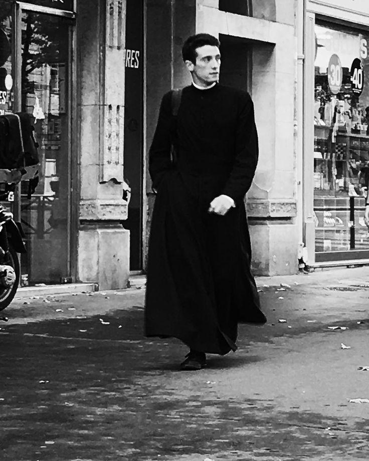 A priest in #paris. #bw #street