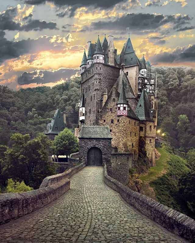 The Castle Eltz Wierschem Germany For More Great Travel Content Follow Us On Kannanpethukani Fortravellovers E Burg Eltz Castle Beautiful Castles Castle