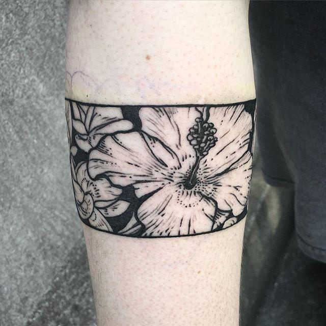 Armband jam . . . #tattoo #blacktattooart #blackworkerssubmission #hibiscus…