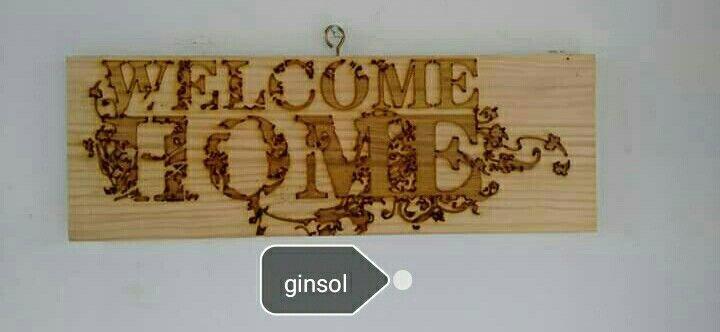 «welcome» grabado láser sobre madera.