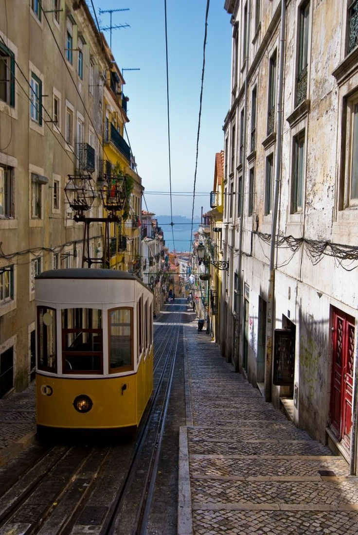 Lissabon! Een geweldige stad wat zeker hot in 2013 is! https://www.hotelkamerveiling.nl/hotels/portugal/hotel-lissabon.html