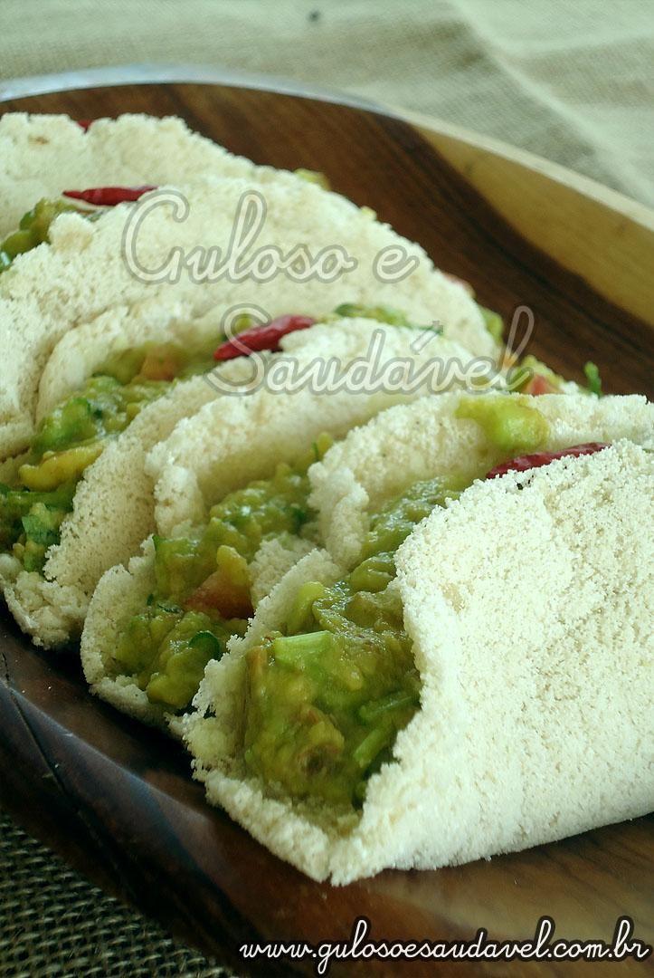 Esta Tortilha de Tapioca com Guacamole é uma deliciosa fusão das cozinhas mexicana e brasileira, bora fazê-la para o #lanche?  #Receita aqui => http://www.gulosoesaudavel.com.br/2012/02/07/tortilha-tapioca-guacamole/