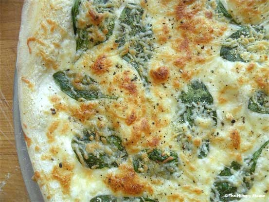 roasted garlic and spinach pizza