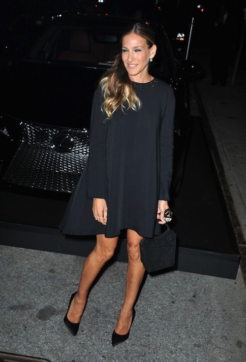 Sjp in black. I could do this using my trapeze dress patten that I made, and discarded in a lovely black cotton jacquard.
