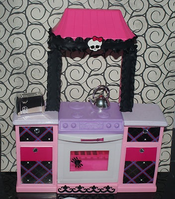 17 best images about kids doll house on pinterest barbie for Little girl kitchen set
