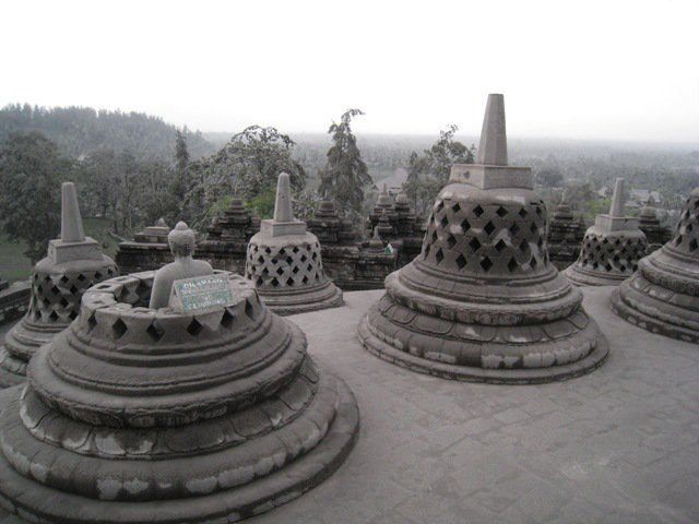https://flic.kr/p/9Ebrf1 | the crying borobudur | this photo from suhu badra ruci when volcanic ash in magelang