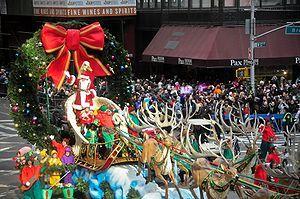 http://upload.wikimedia.org/wikipedia/commons/thumb/4/4f/Santa_Claus_arrives..jpg/300px-Santa_Claus_arrives..jpg