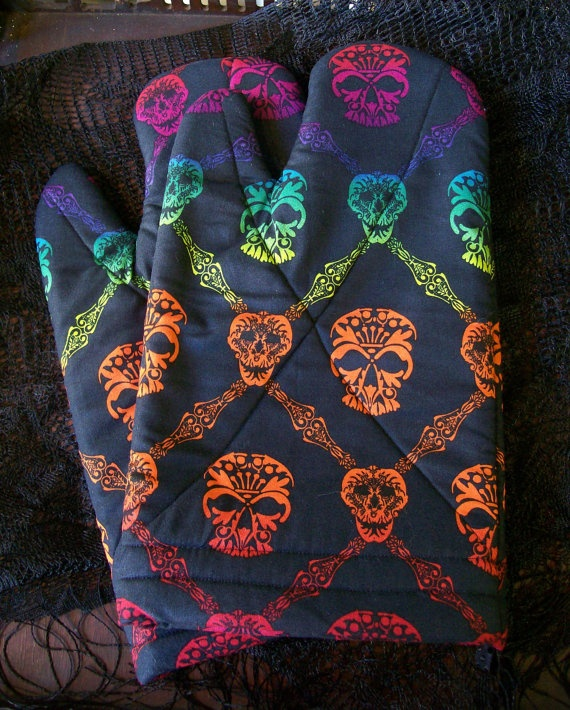 I want these skull oven mitts