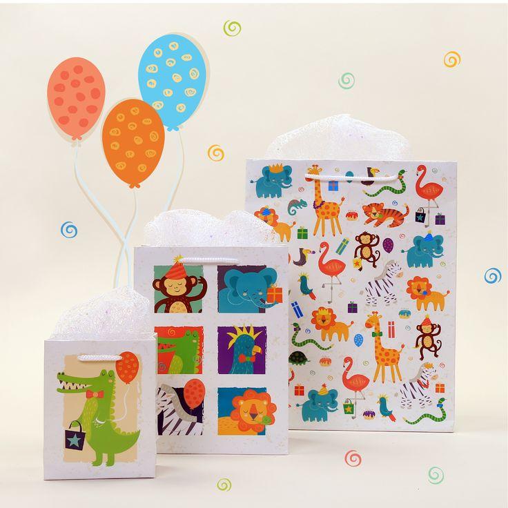 Bolsas de regalo con diseño animales del zoo en diferentes tamaños e ilustraciones para felicitar y regalar de una manera especial y única. #animales #zoo #ilustración #bolsas #regalo #originales