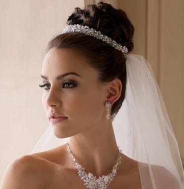 peinados para boda con velo y tiara
