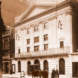 """O prédio conhecido como """"Templo da Associação Internacional dos Estudantes da Bíblia"""", Nova York"""