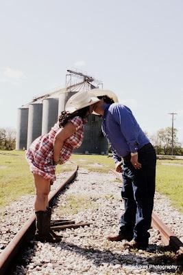 so cute! pregnancy country  kiss