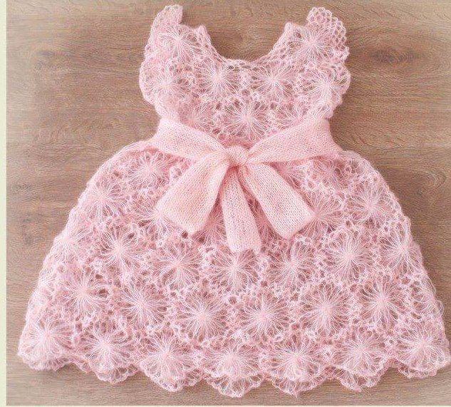 alize iple örülmüş pembe motifli örgü bebek elbise modeli