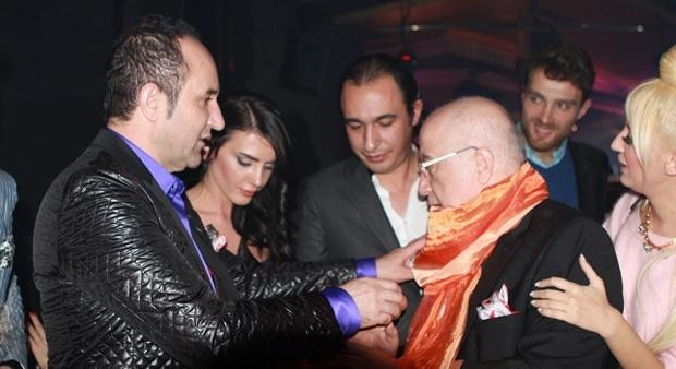 Bülent Cihantimur ve ekibi, Organizatör Erkan Özerman için sürpriz doğum günü partisi düzenledi.