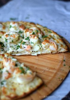 Shrimp Scampi Pizza with a thin, crispy crust, garlic-lemon sauce, and cheeses | cookingwithcurls.com