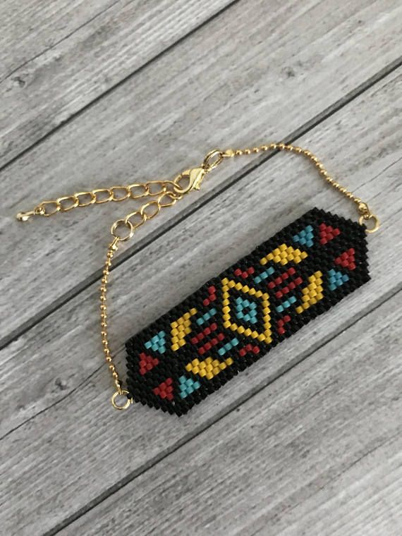 Bracelet made with a weaving in miyuki beads made by hand, requiring several hours of work. mini string beads, lobster clasp, gold metal rings. * weaving dimension: 6 x 2 cm * Total length: 16 + 5 cm extension chain The jewelry comes in an envelope also made by me, everything is packaged