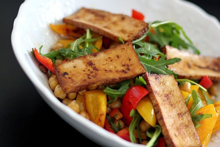 BG Photography: Cizrnový salát s uzeným tofu