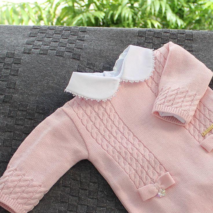 Saída Maternidade Macacão Tranças com Laço Rosa - Ambientada
