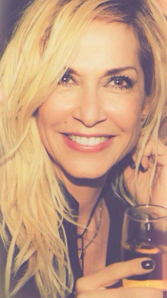 Και να μην ξεχνάς να μου χαμογελάς.. :D
