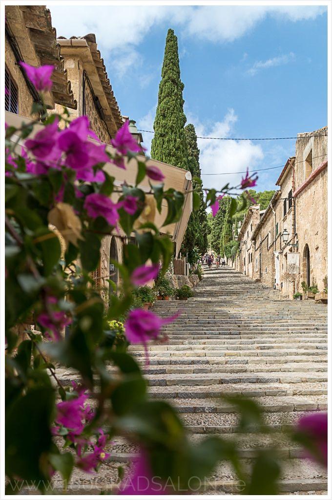 Pollenca auf Mallorca. Ausflug, Shopping und Sightseeing Tipps - 365 Treppenstufen des Kalvarienberg zur Santa Maria dels Àngels mit fantastischem Ausblick.