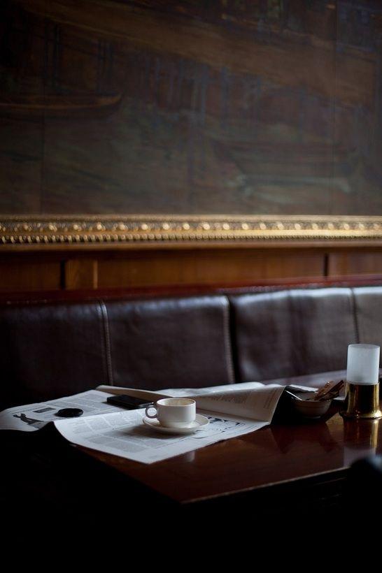Un p'tit caf, le journal, un endroit beau et calme.