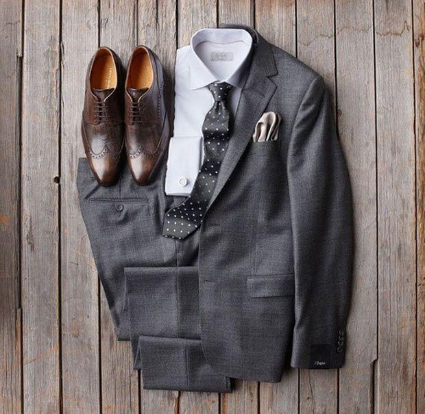 Combo com peças sociais e sapato marrom.