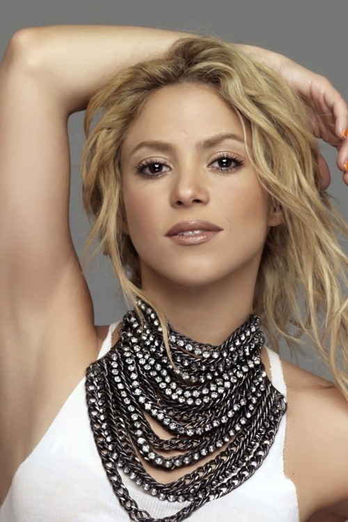 Shakira doesn't need any makeup to look beautiful!