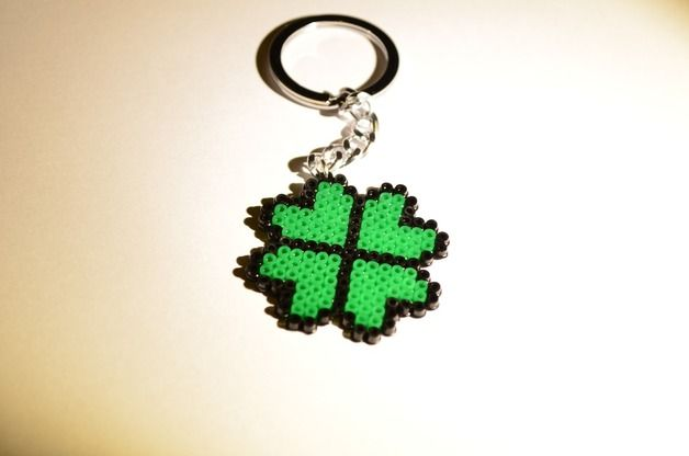 Four-leaf clover realized with hama beads mini