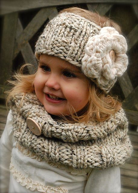 Ravelry: TheVelvetAcorn's The Lola Warmer. I want this for myself!