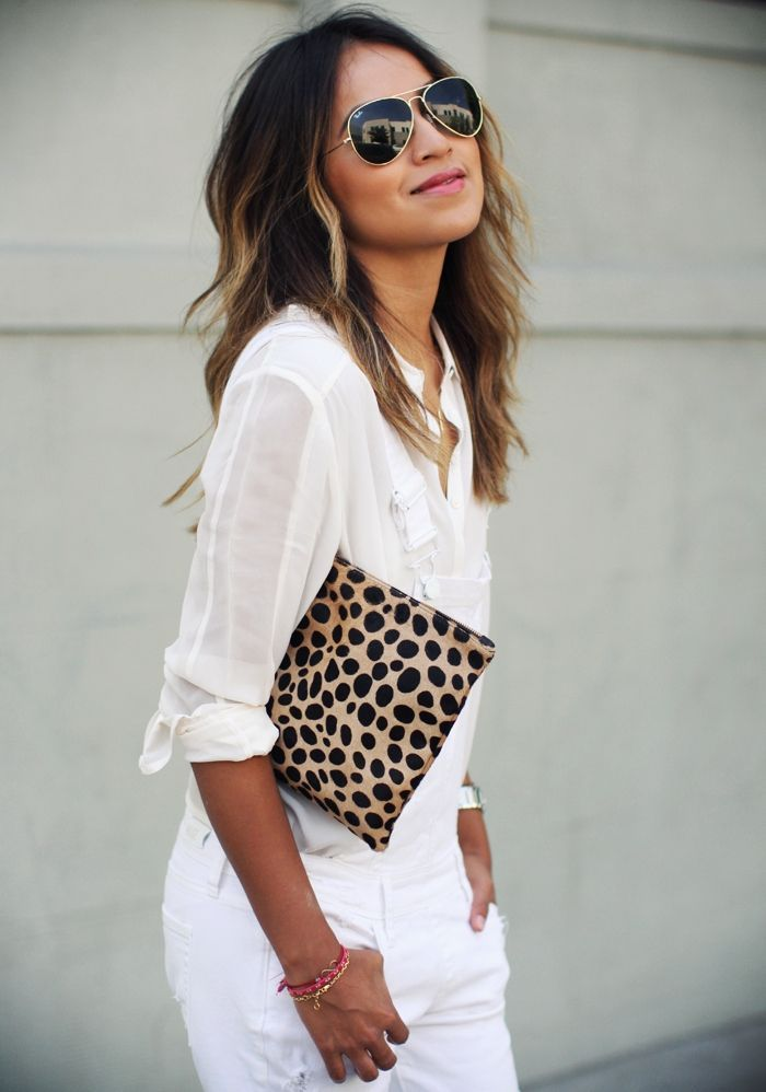 Neutralize it  Since animal prints govern the safari chic trend, it's best if you don't go matchy with the embellishments. Should you decide to accessorize your look, choose simple styles and modest designs.