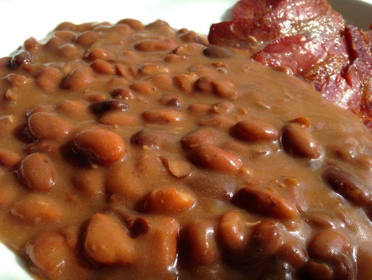 Bruna bönor med stekt rimmat fläsk är en riktig favorit. Äter det ofta och gärna. Men jag måste skamset erkänna att jag aldrig lagat bruna bönor själv (rodnar faktiskt lite). Äter jag det hemma så ...