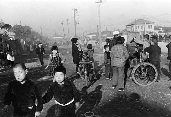 Tsukishima 1953 - Ihei Kimura 木村伊兵衛