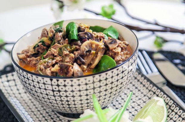Asiatisk gryta på kokosmjölk med svamp och purjolök - Recept - Tasteline.com