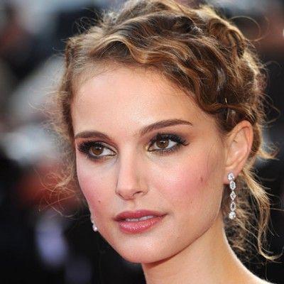 Les yeux marron de Natalie Portman, maquillage cuivré-doré.