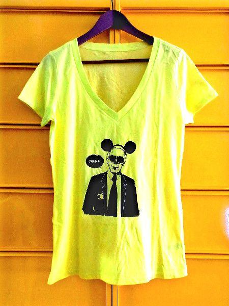 ◆ 商品説明 ◆色は蛍光イエローに黒プリント!!シャネルのデザイナーラガーフェルド風のなんちゃってパロディーTシャツです。 サイズはMサイズ。 (おまけ付き!... ハンドメイド、手作り、手仕事品の通販・販売・購入ならCreema。