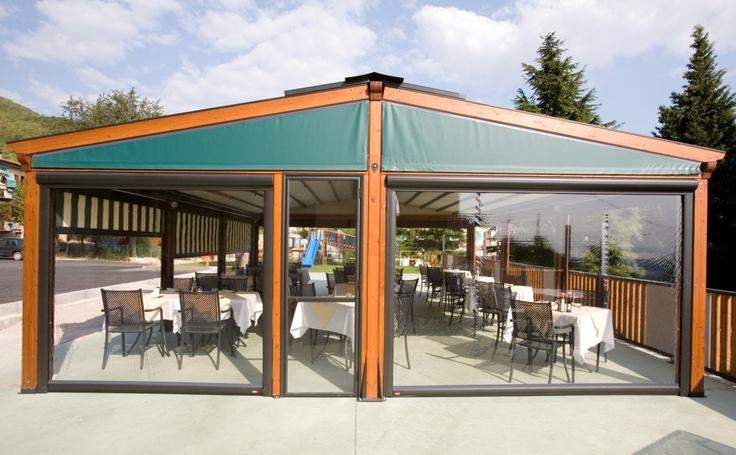 Pergole, pergole retractabile, de elita, cu structura de lemn Med Elite Gibus pentru terase lemn inchise complet.Terase restaurant ,imagine pergola restaurant deschisa.