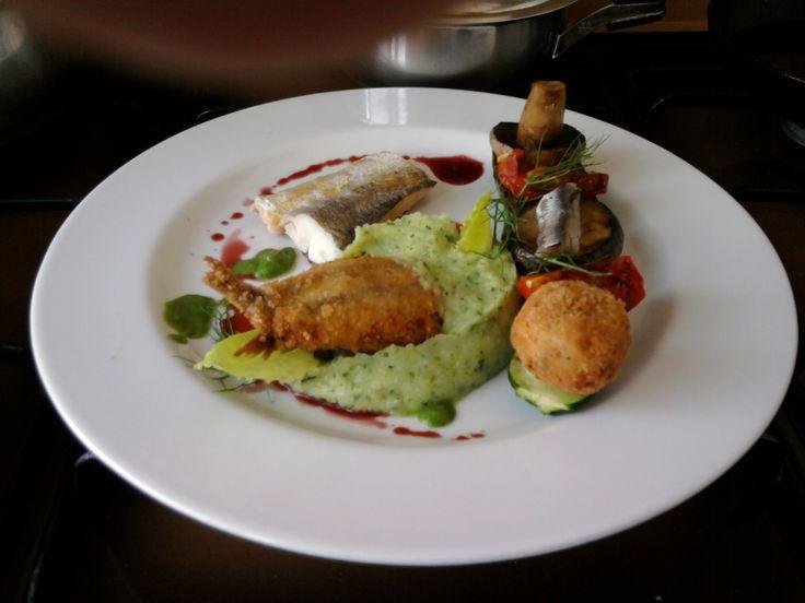 JHS * * * /  Merluzzo con alice sandwich beccafico,verdure e crocchetta di patata ,salsa riduzione di vino rosso Gino D'Aquino