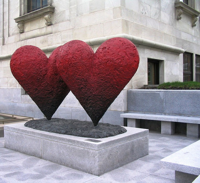 Hearts Outside the Museum of Fine Arts, Montreal. ..... http://www.pinterest.com/brendalfar/3-s/