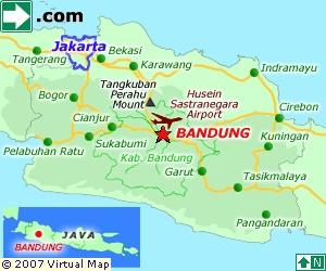 Jakarta Map. Bij wayang golek (wajang golèk) worden driedimensionale houten poppen gebruikt bij de voorstellingen. Deze vorm van poppenspel zou afkomstig zijn uit China en gepopulariseerd worden door het Hof van Cirebon.