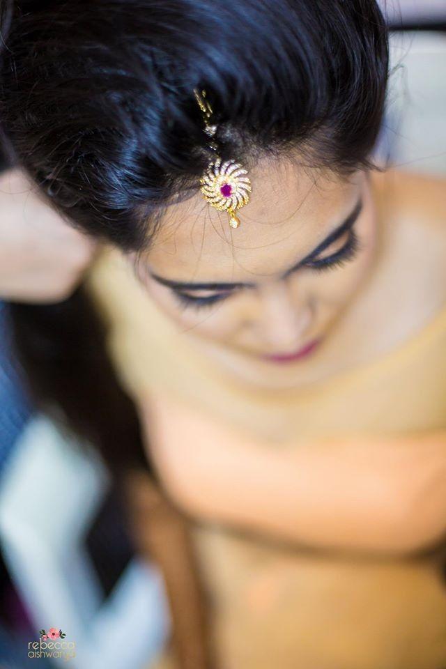 """Rebecca Aishwarya Photography """"Portfolio"""" album  #weddingnet #wedding #india #indian #indianwedding #ceremony #indianweddingoutfits #outfits #backdrops #prewedding #photographer #photography #inspiration #gorgeous #fabulous #beautiful #jewellery #jewels #details #traditions #accessories #lehenga #lehengacholi #choli #lehengawedding #lehengasaree #saree #bridalsaree #weddingsaree #tikka #earrings #pune #gold #darkblue"""