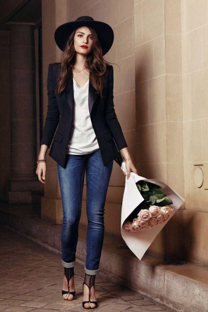 Le tenue classique chemise blanc veste noir jean et chaussures à talon
