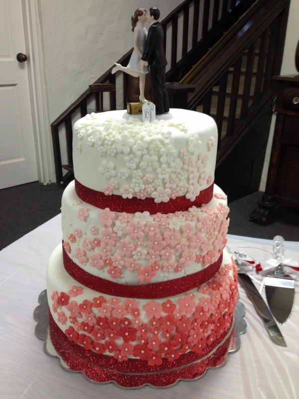 I Might Have This As My Wedding Cake And The Topper Be Had Seen A Similar On Steve Harvey Will Red