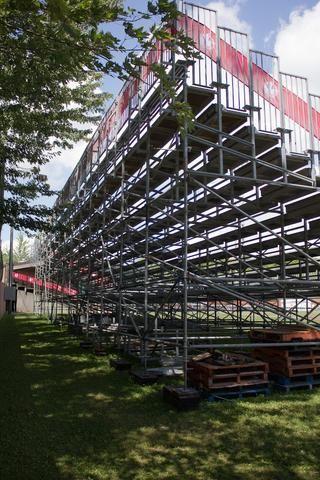 500 Seats Aluminium Bleachers with Galvanized Sub Structure https://www.mega-stage.com/