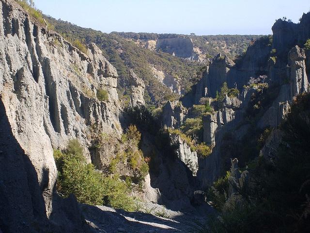 Los Senderos de los Muertos, en los pináculos Putangirua