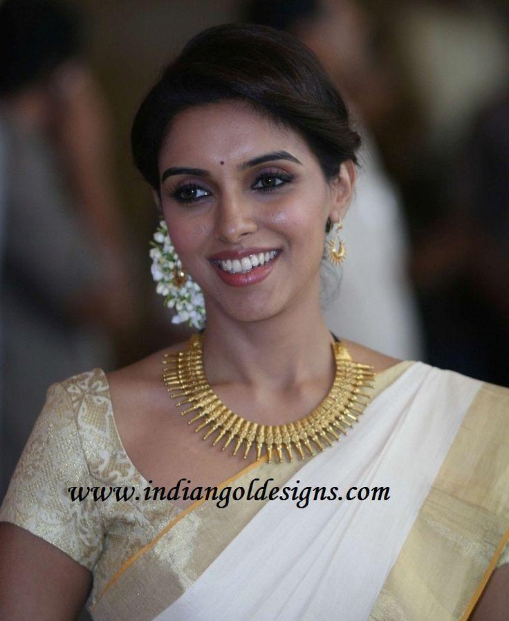 Gold and Diamond jewellery designs: asin in designer gold kerala jewellery at ritesh genelia wedding-MULLAMOTTU MALA