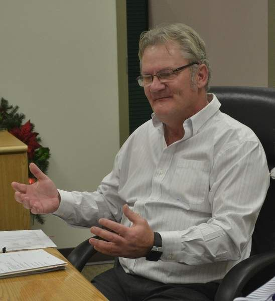 Bowden Chief Administrative Officer Andy Weiss makes a point during council's debate on snow-clearing.