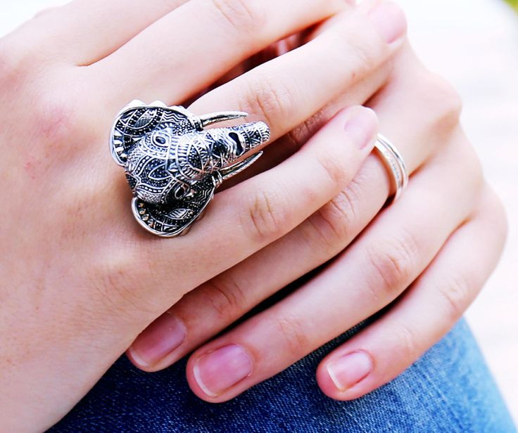 The richly-contrasting and elaborately-decorated: The THOMAS SABO elephant ring.