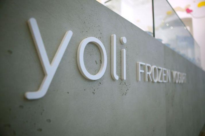 Yoli // The first frozen yogurt shop in Berlin