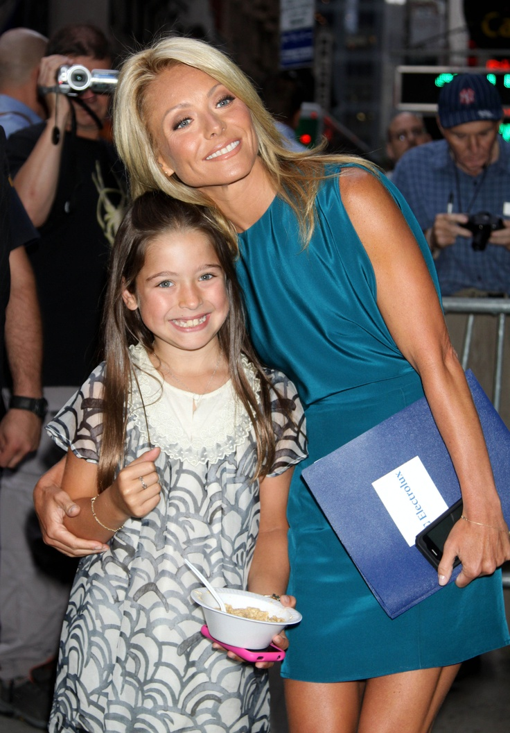 lola consuelos with mom Kelly Ripa